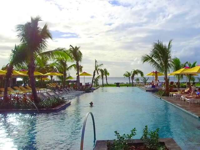Dive and Dine Lobster and a Re-Imagined Four Seasons Resort Return to Nevis