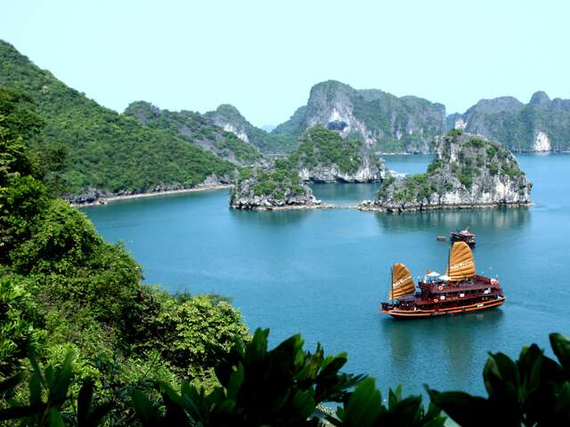 Tuesday - November 5, 2019 Pelican Cruise day boat in Halong Bay