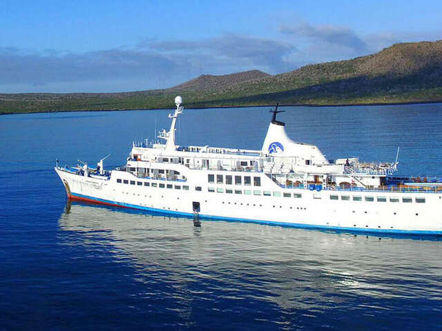 CRUISING THE GALAPAGOS ISLANDS - GALAPAGOS LEGEND