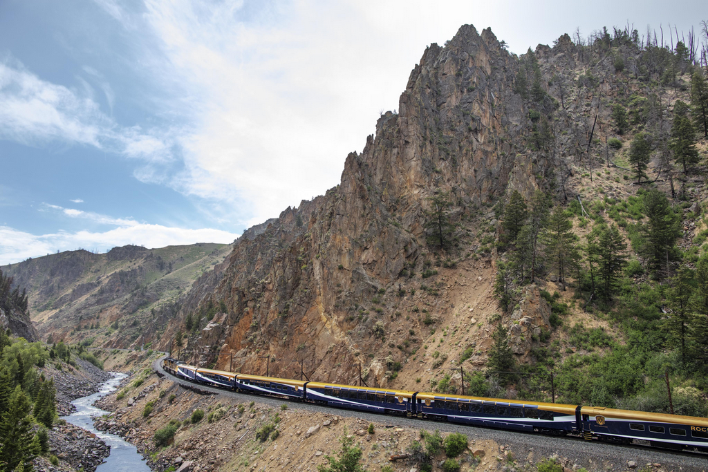 Rocky Mountaineer - Save $300 USD per couple