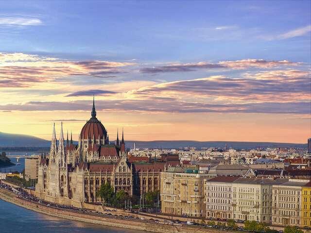 ship_in_Budapest_Sunset.jpg