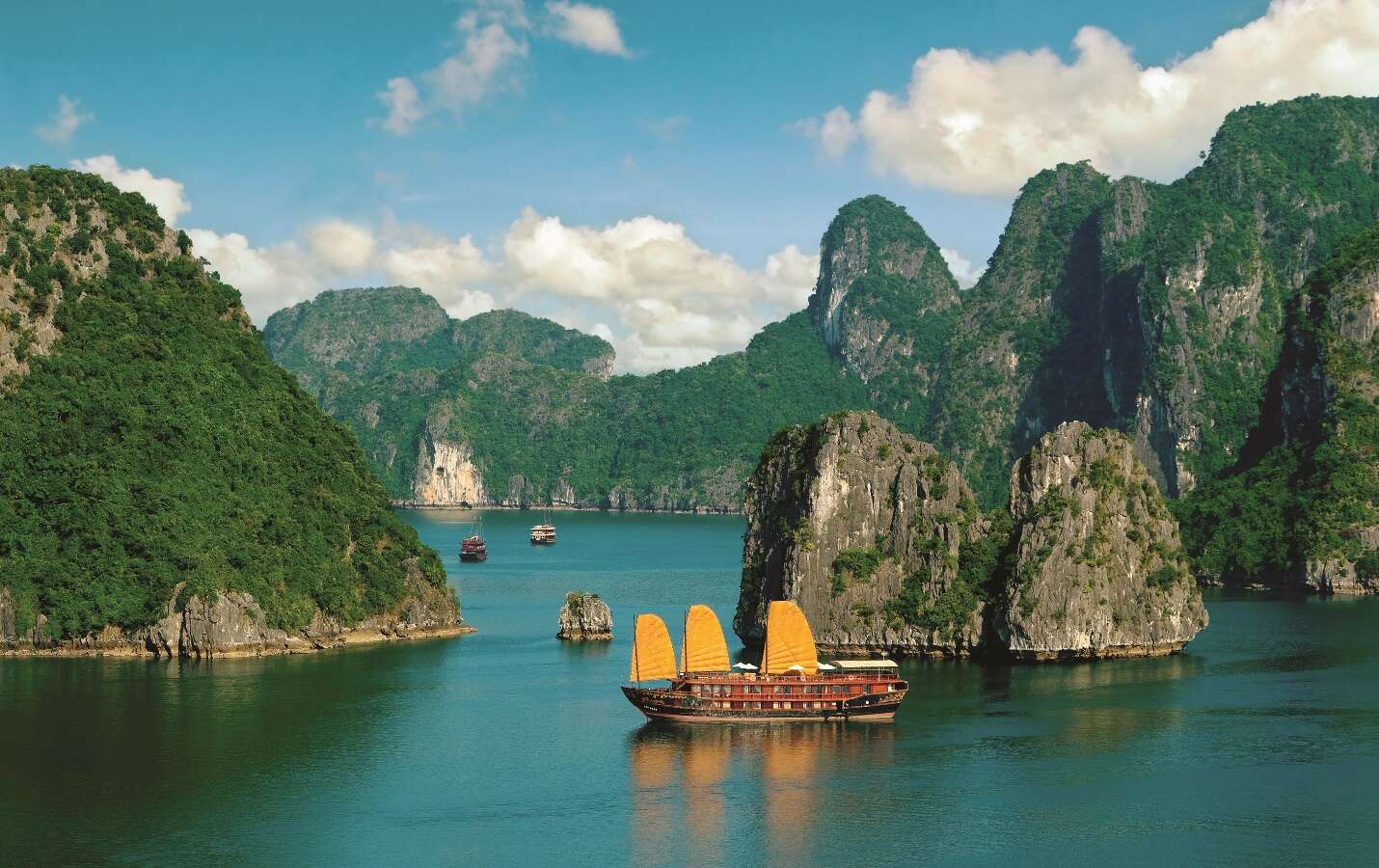 Fascinating Vietnam, Cambodia & the Mekong River with Hanoi, Ha Long Bay & Bangkok