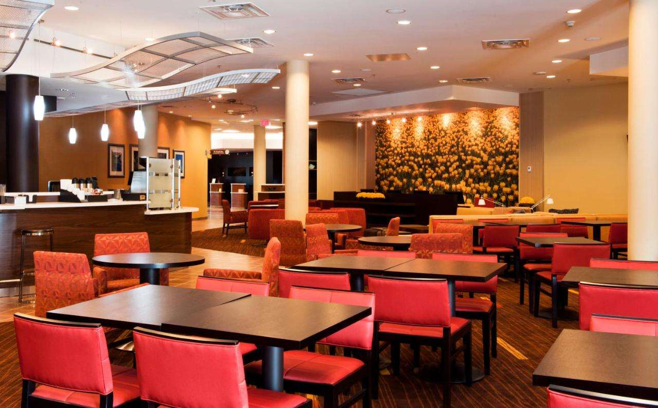 Vacation at Courtyard by Marriott Downtown Ottawa