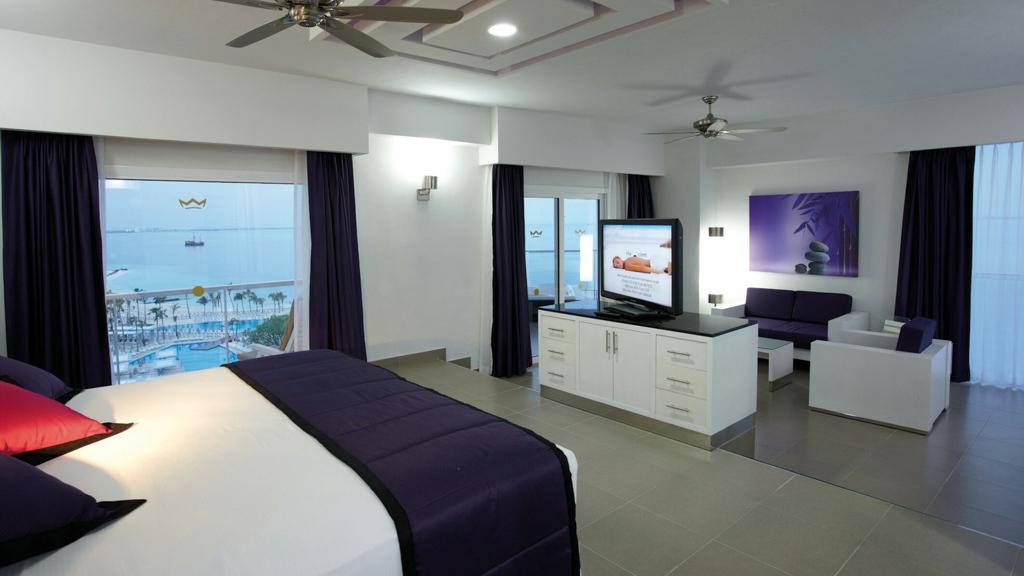 Riu Palace Peninsula bedroom
