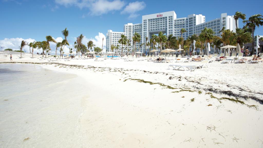 Riu Palace Peninsula beach