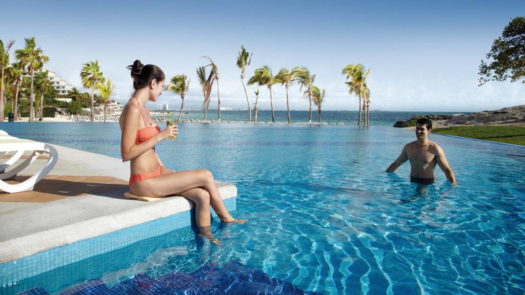 Riu Palace Peninsula pool