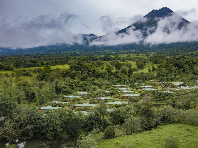 Volcano Trail: Waves & Local Ways
