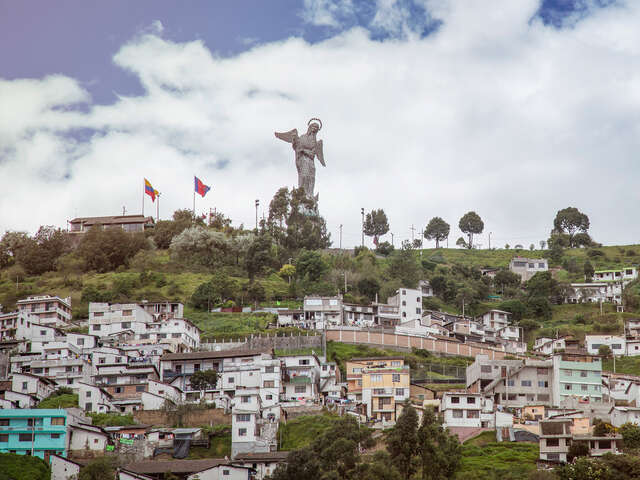 Quito to Lima: Surf Towns & Hot Springs
